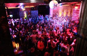 Saturday night clubs in Hollywood